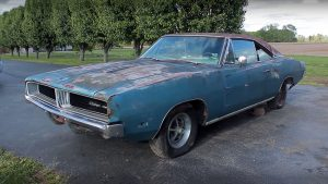 1969 dodge charger barn find muscle car definition 03