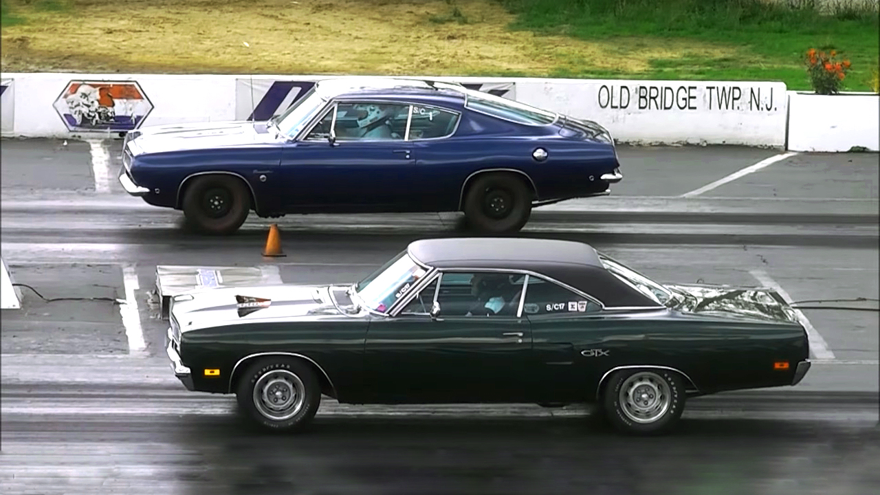 1970 Plymouth GTX 440 vs 1969 Barracuda 383 – Epic Drag Race