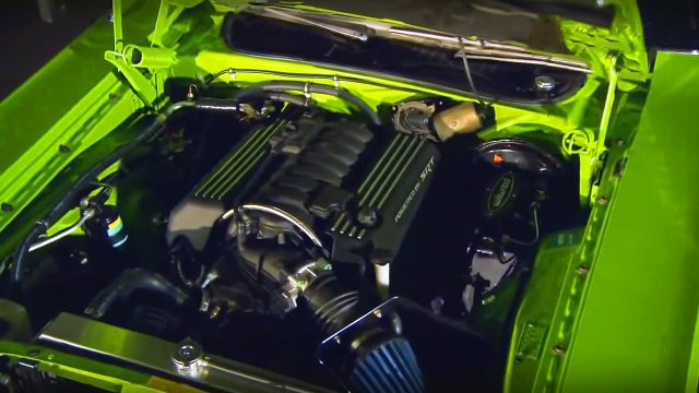 How To Install Modern 392 SRT Hemi V8 in Classic 1971 ...