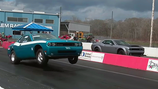 Demon Challenger vs Stock Eliminator Drag Pak Challenger – Drag Race!