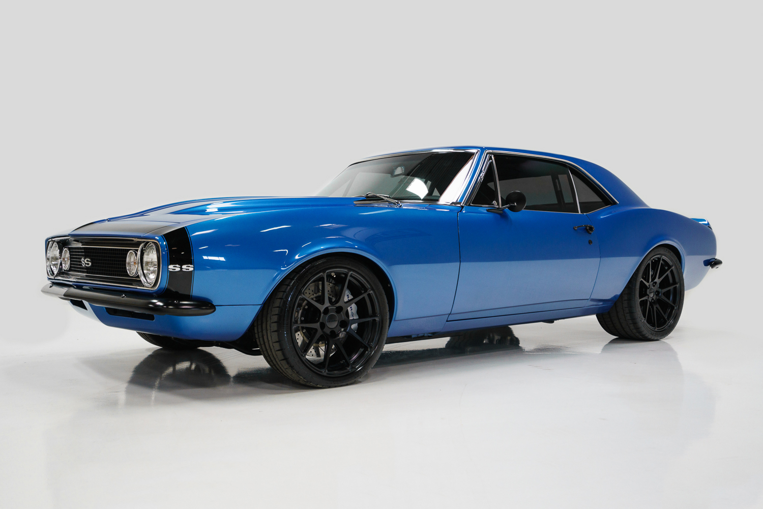 beautifully restored first geneneration 1967 chevrolet camaro ss. Black Bedroom Furniture Sets. Home Design Ideas