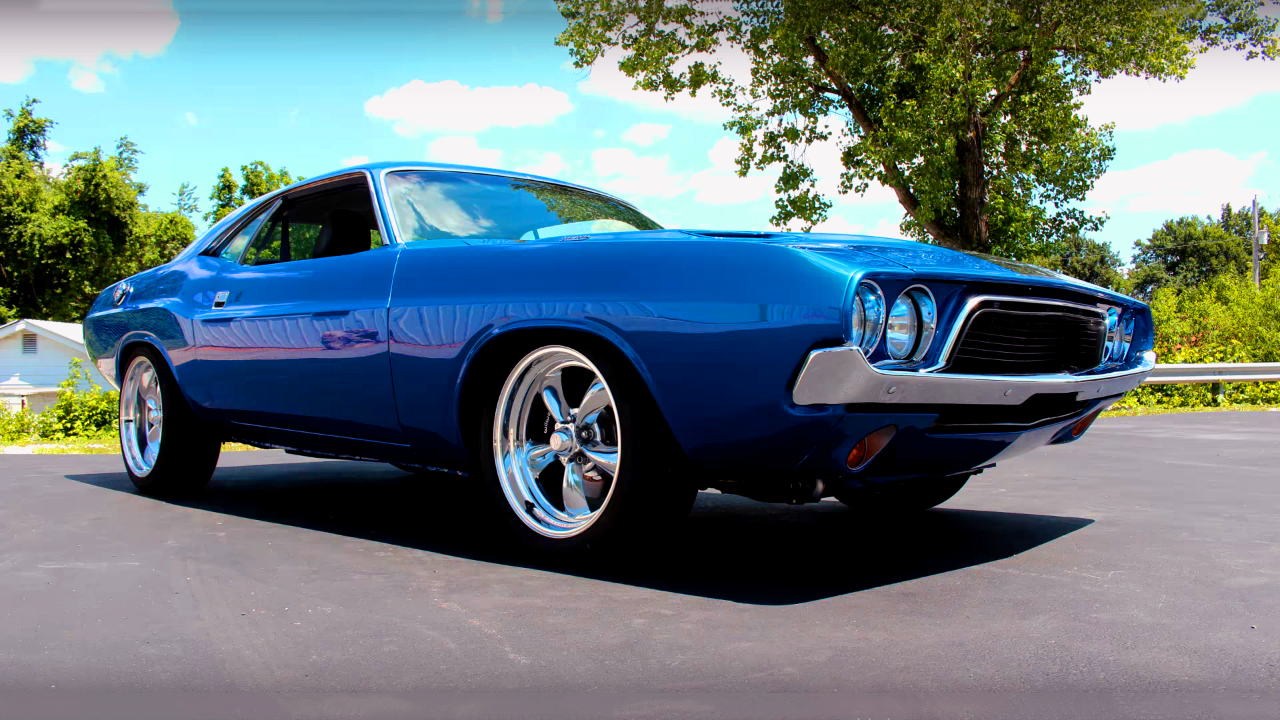 Check This Modern 1972 Dodge Challenger Powered By 5 7 Hemi