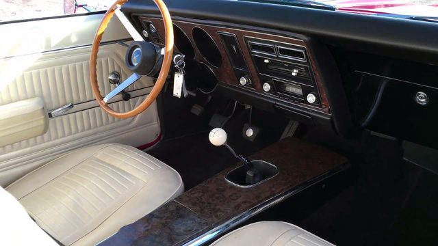 1969 Pontiac Firebird 400 interior