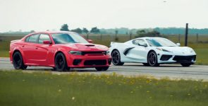 2020 Chevrolet Corvette C8 vs Dodge Charger Hellcat - Who's Faster?
