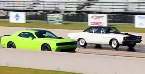 '70 Road Runner 426 Hemi Pure Stock vs Scat Pack 392 Hemi Shaker - What You Think?