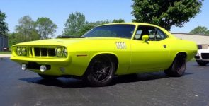 High-Performance 1971 Plymouth Cuda Restomod
