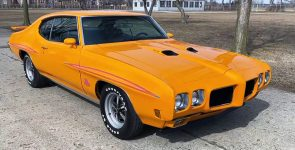 1970 Pontiac GTO The Judge with Big-Block 455 HO under the Hood